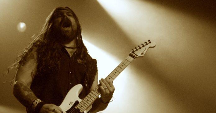 Andreas Kisser tocando ao vivo